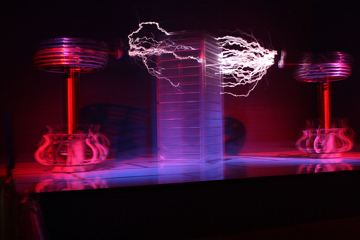 65 Mustang together with How To Make A Mini Tesla Coil 9v in addition Stand Alonehybrid further Auto Battery Charger Jump Starter Emergency 12 332263305008 likewise 6 Electricity Theater. on tesla power circuit